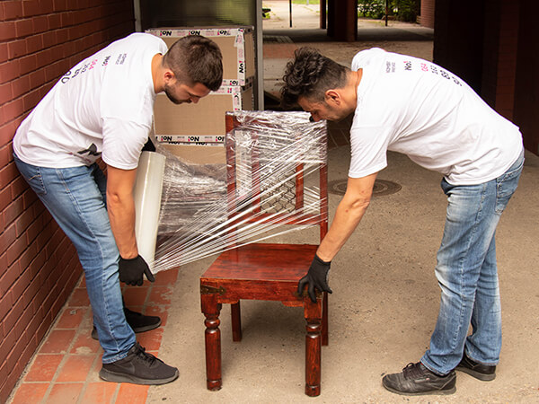 Pakovanje nameštaja streč folijom